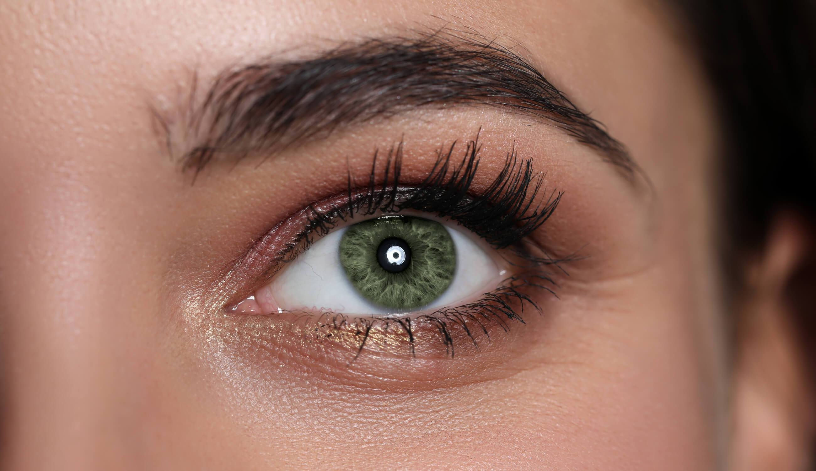 Welche Lidschatten grüne Augen am besten umschmeicheln